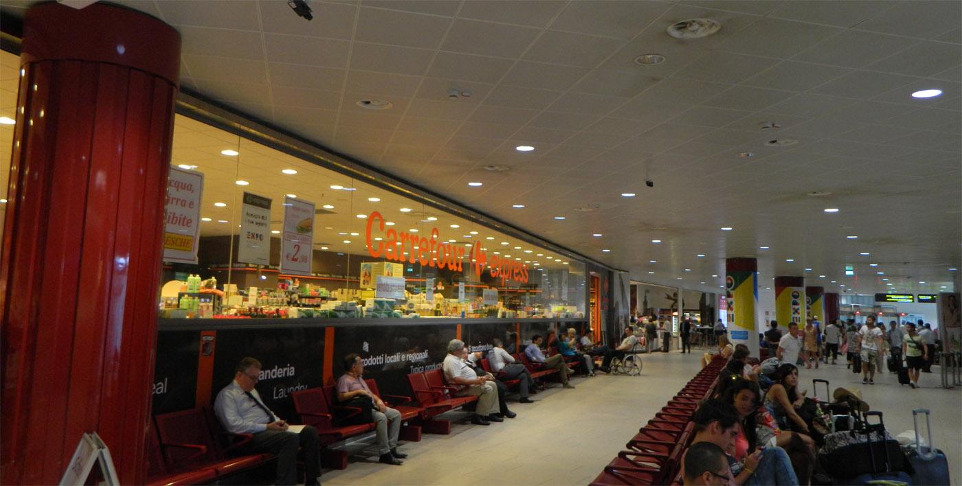 Carrefour Express - lotnisko Bolonia