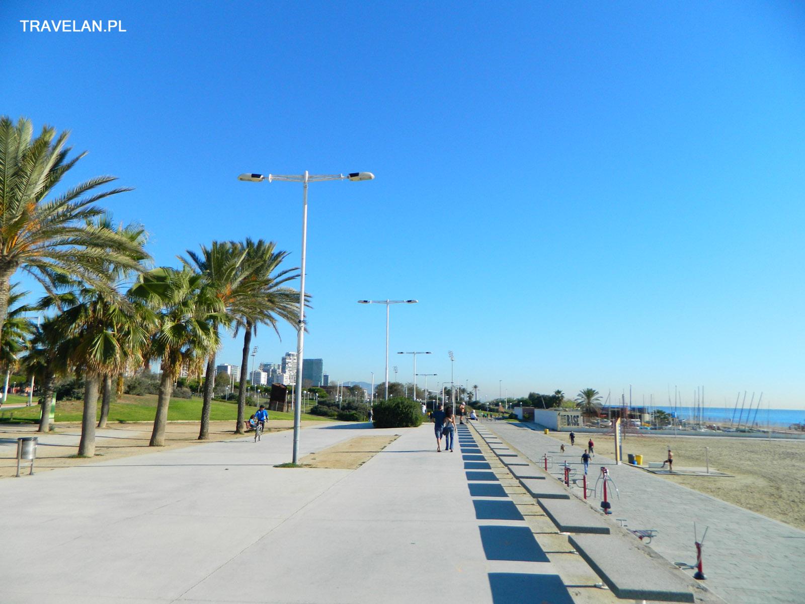 Wzdłuż plaż ciągną się kilometrowe deptaki i ścieżki rowerowe