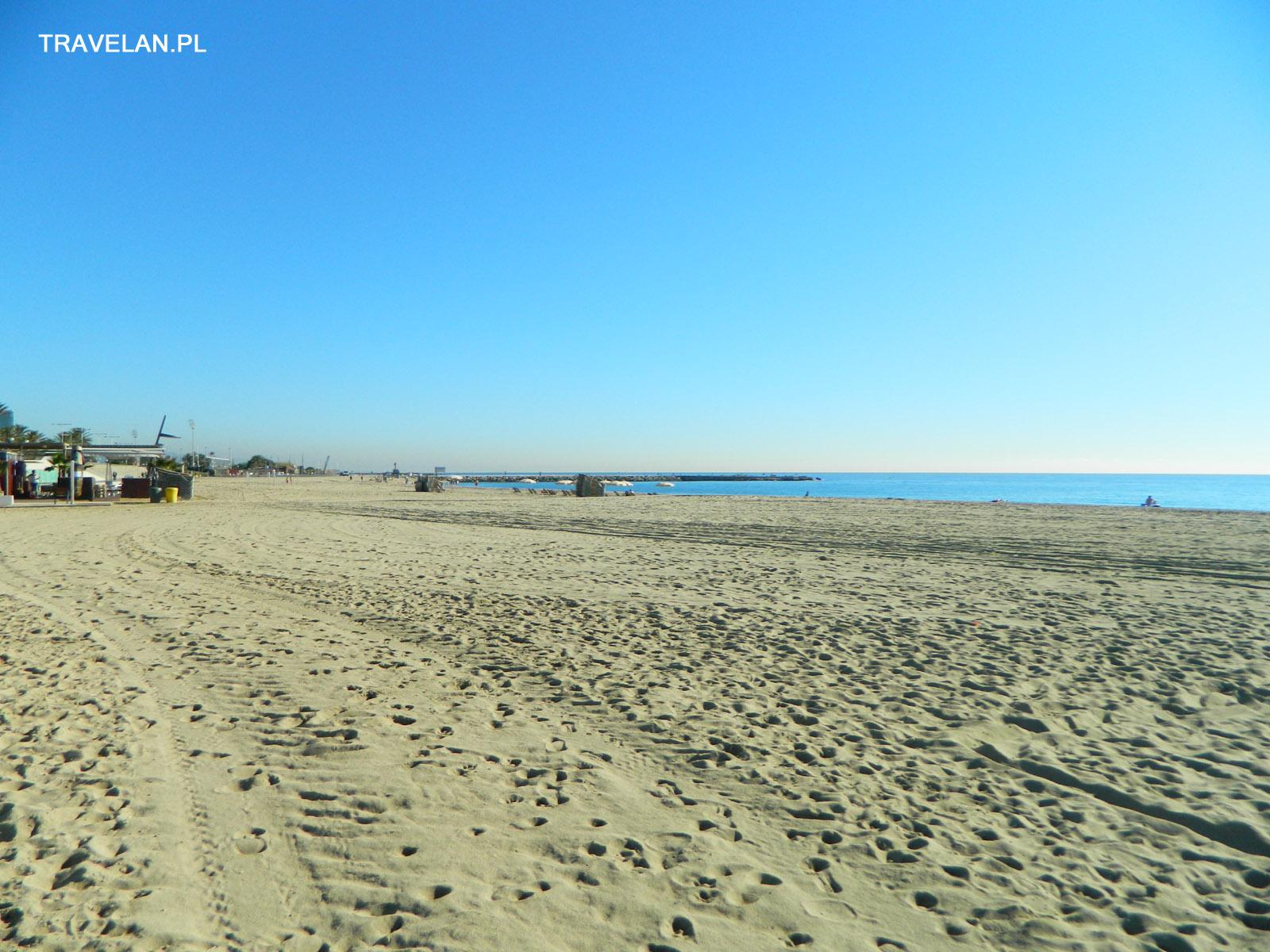 Szerokie, piaszczyste, zadbane plaże Barcelony