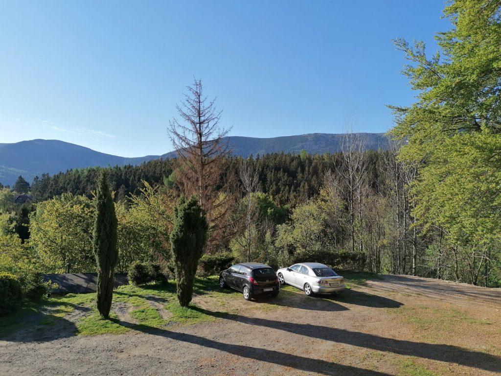 Widok z okna z Panoramy Gór w Karpaczu Górnym